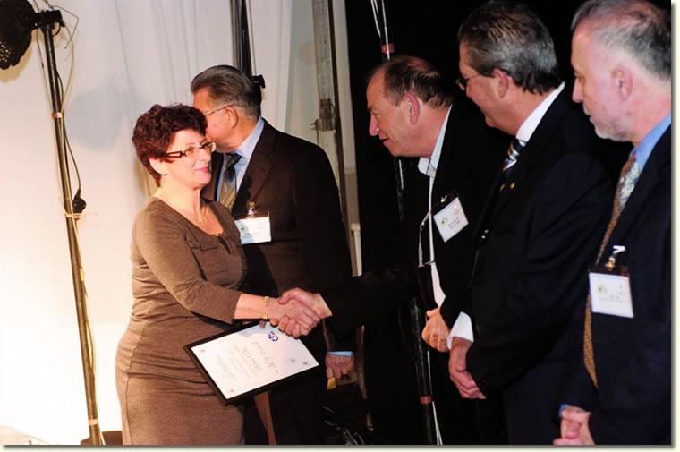 הענקת תעודת חברת כבוד לגב' שונטל ברדוגו